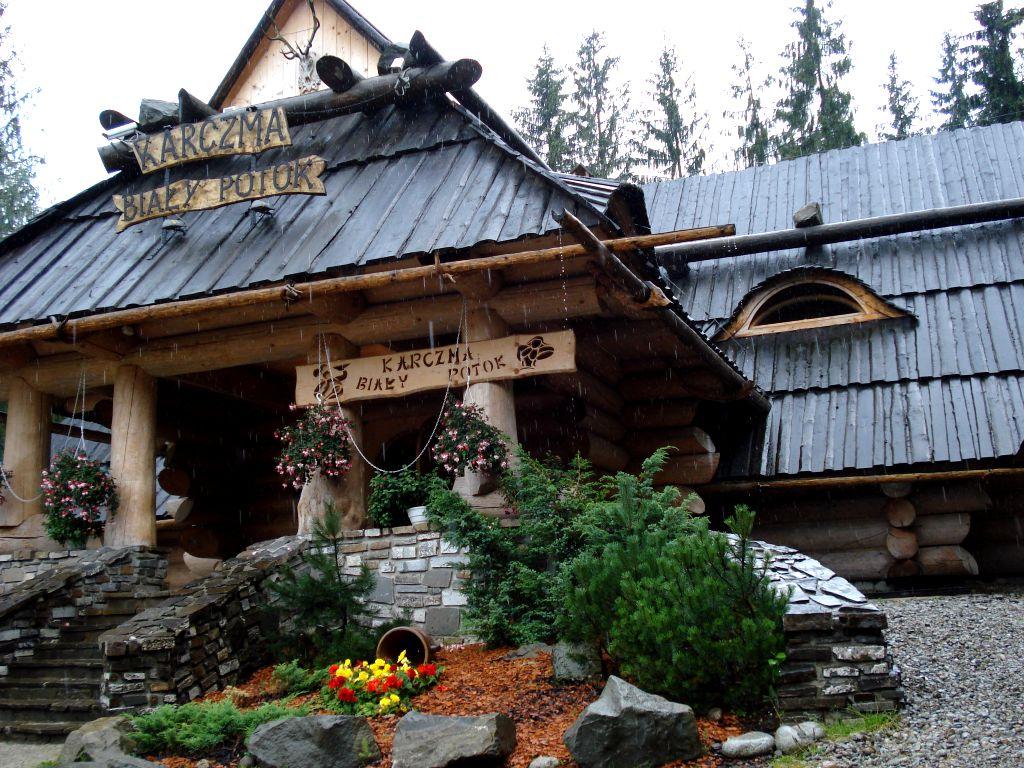 Knajpka w górach w Zakopanem. Podczas zimy bardzo przytulnie i... ciepło.