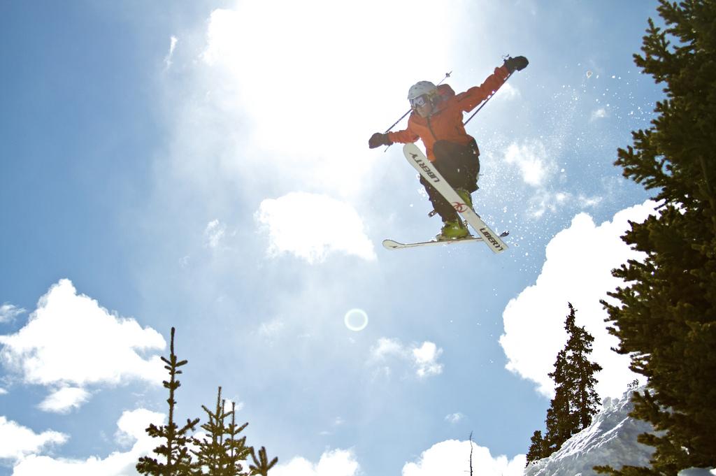 Ekstremalna jazda na nartach.