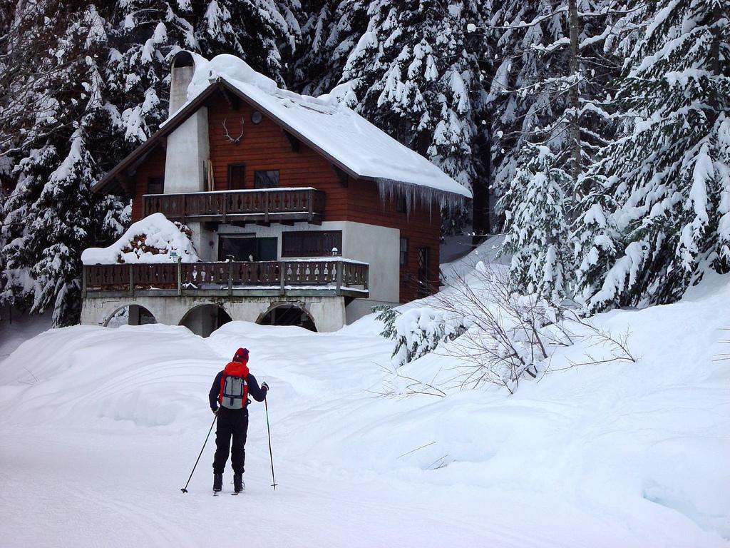 Na nartach może jeździć każdy.