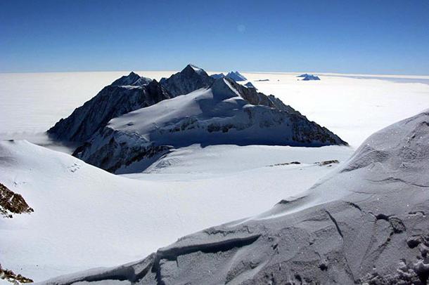 Vinson Massif - najwyższy szczyt Antarktydy