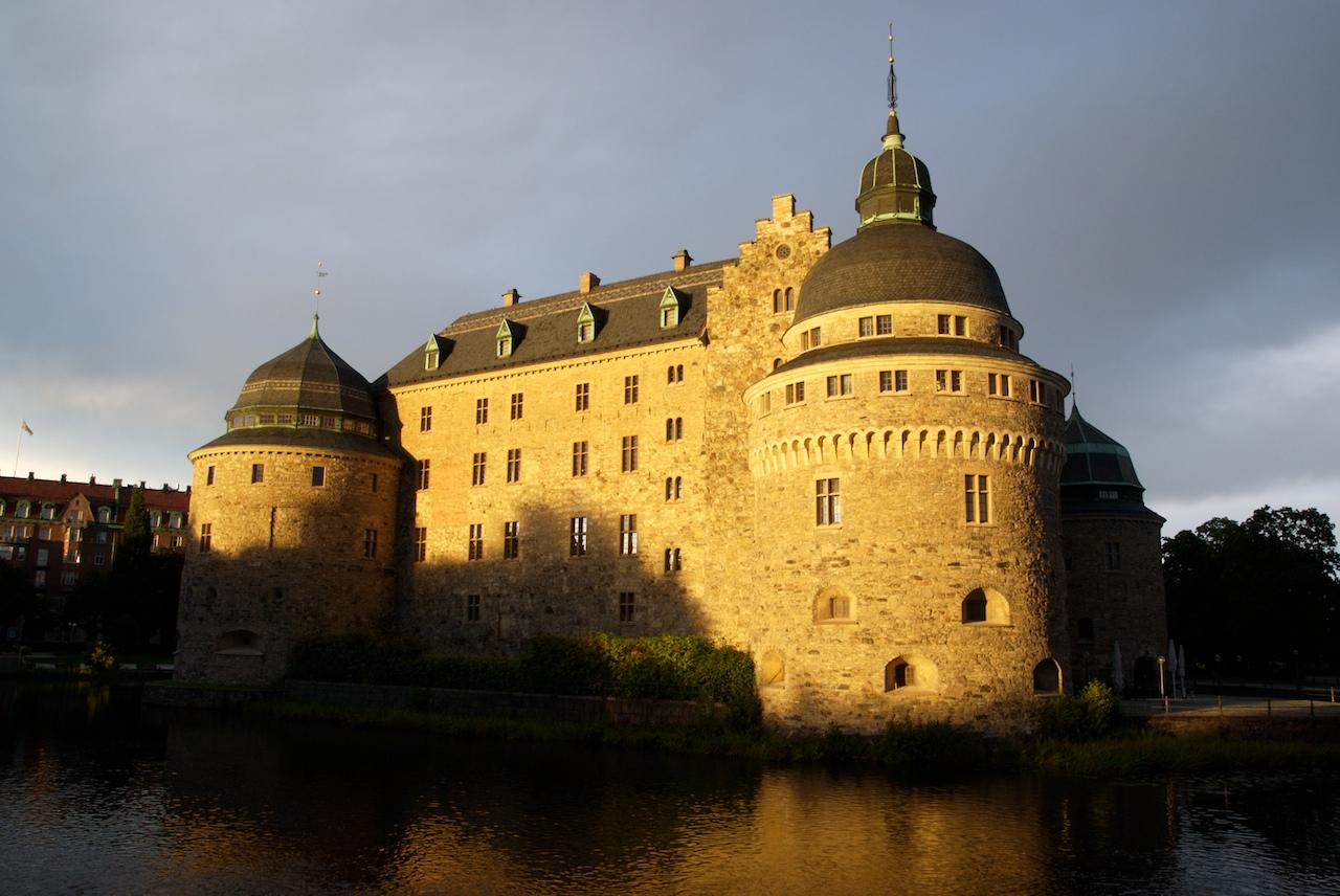 Zamek w Orebro - idealne miejsce na wycieczkę.