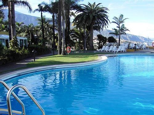 Błękitny basen na Teneryfie